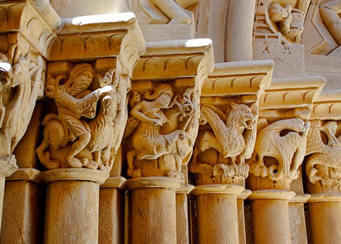 Iglesia de San Cornelio y San Cipriano - REVILLA DE SANTULLÁN - Fotografía cedida por: Paula Guillot Slide realizado por www.disenafacyl.es