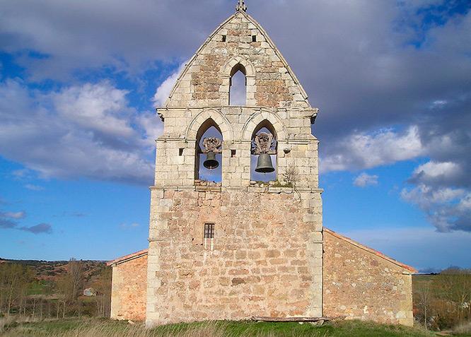 Iglesia de San Pedro de Ojeda - Fotografía cedida por: Jesús A. Sanz. Slide realizado por www.disenafacyl.es