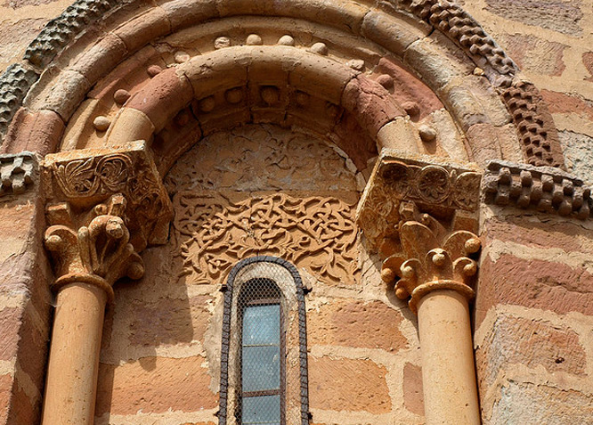 Iglesia de San Vicente - Becerril del Carpio - Fotografía cedida por: Jesús A. Sanz. Slide realizado por www.disenafacyl.es